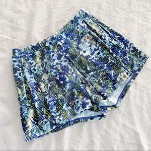 Lululemon floral pattern pleated workout shorts